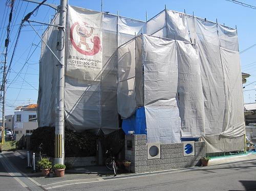 住宅に足場を組んだ状態(塗り替え前)