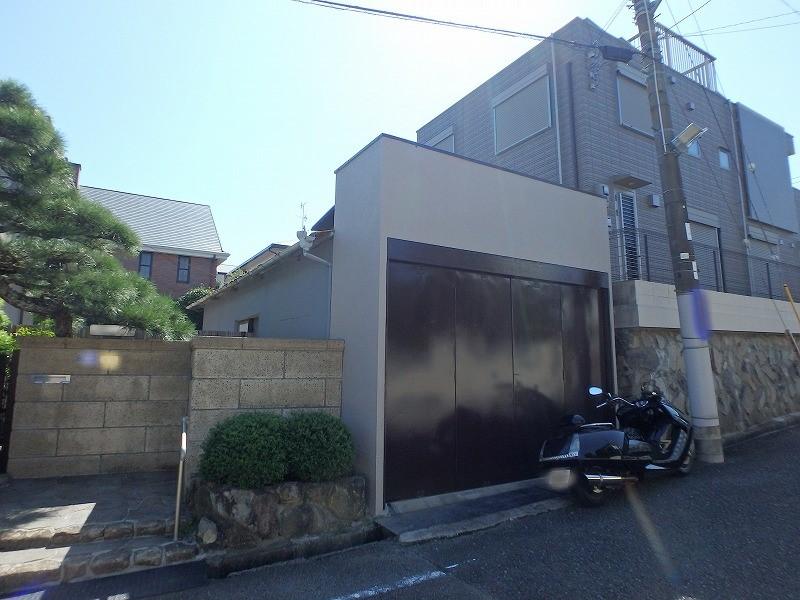 外壁塗装完了後のガレージ部