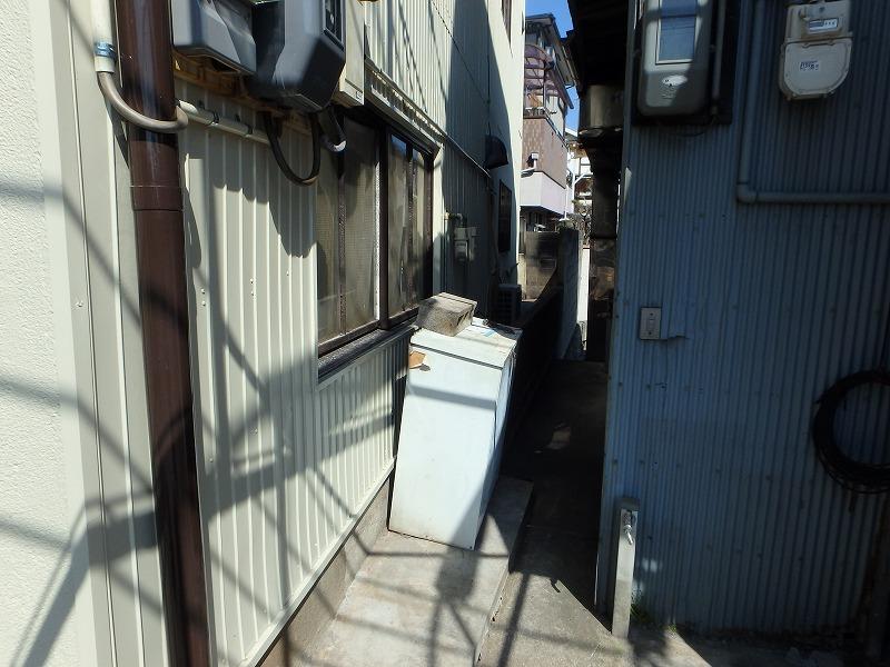 外壁塗装後の店舗ビル側面