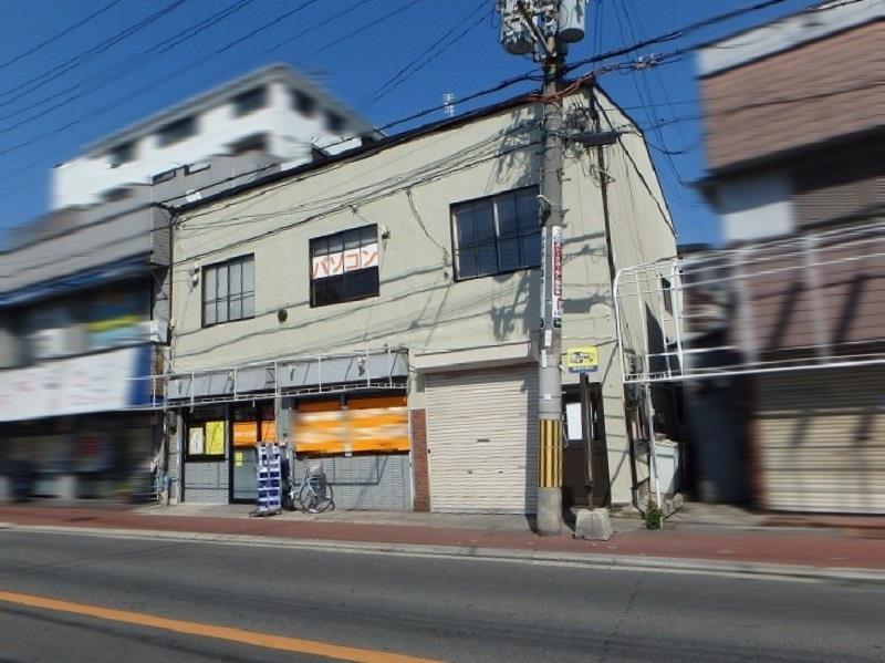 外壁塗装後の店舗ビル正面