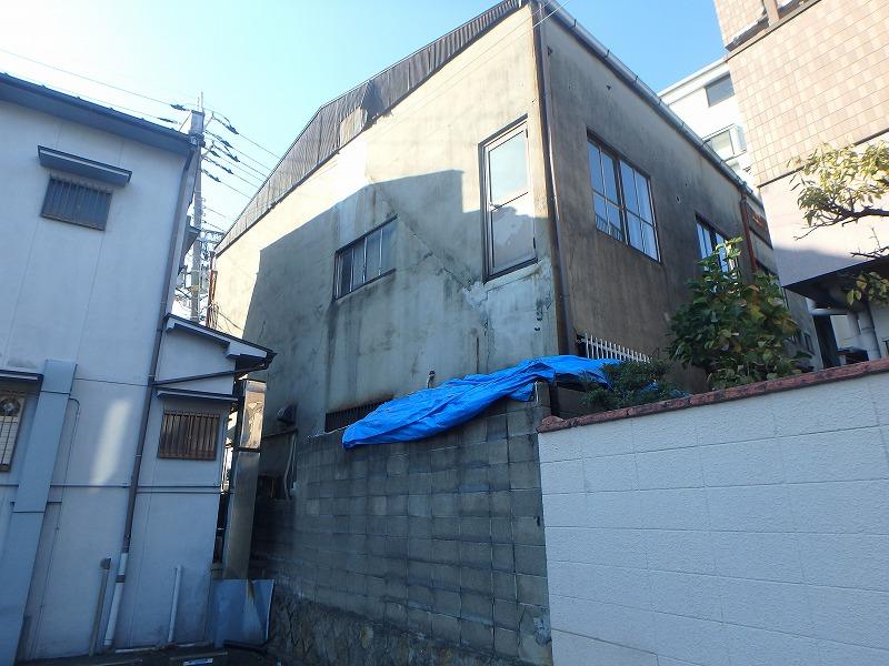 外壁塗装前の店舗ビル背面