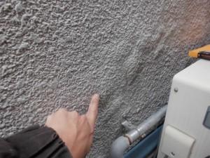 工事前の状態 外壁の浮き(右)