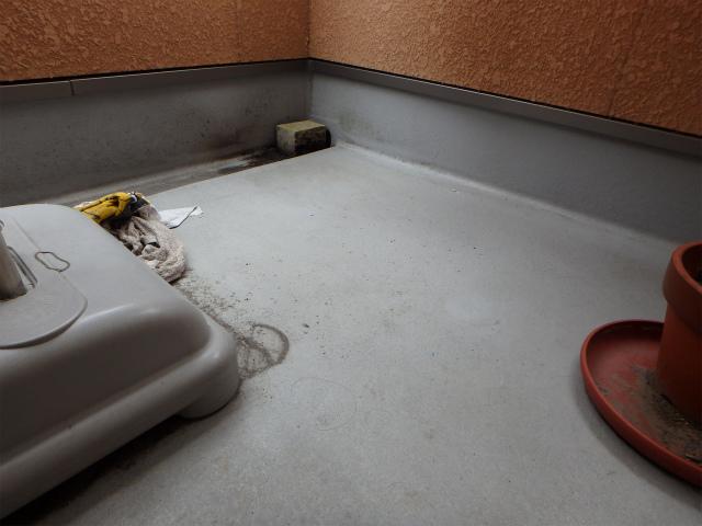 バルコニー床塗装前