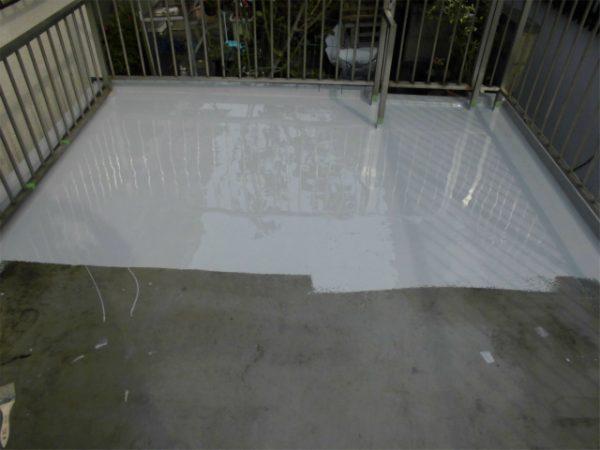 ウレタン防水の中塗り