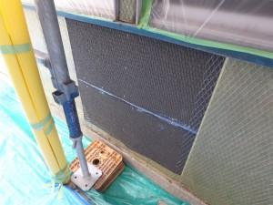 壁内部の柱が腐食していたので交換と塗装で防水
