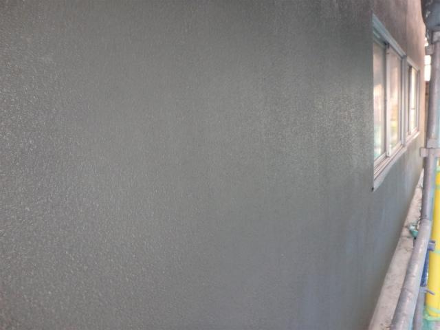 モルタルを塗った状態。この後塗装します。