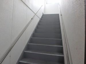 階段塗装前
