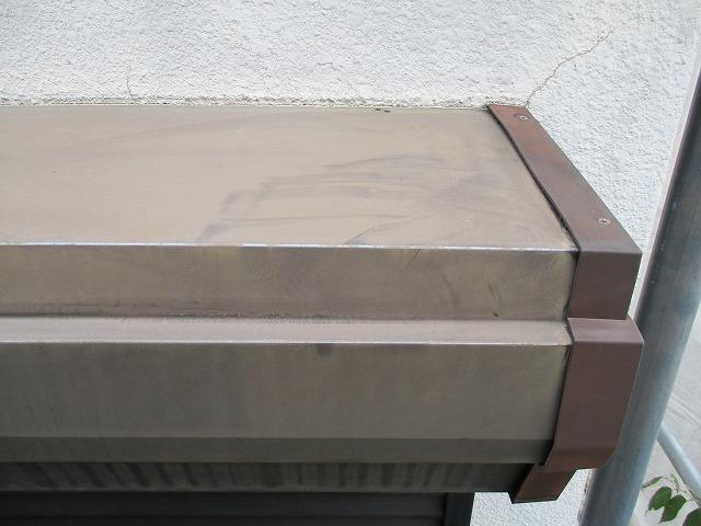 シャッターBOX塗装後前