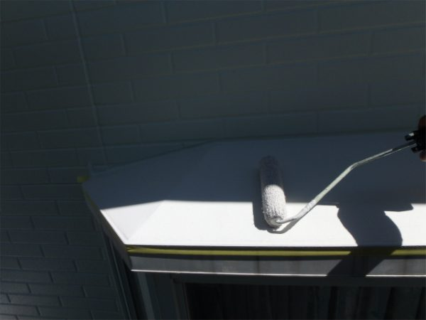 出窓塗装の上塗り