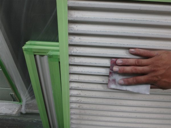 雨戸塗装の下地処理