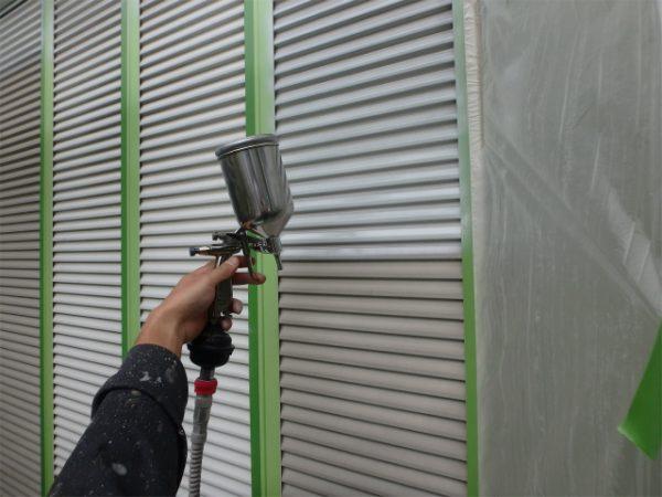 雨戸塗装中
