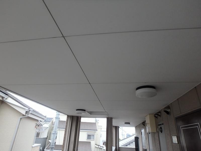 塗装前のマンション廊下天井