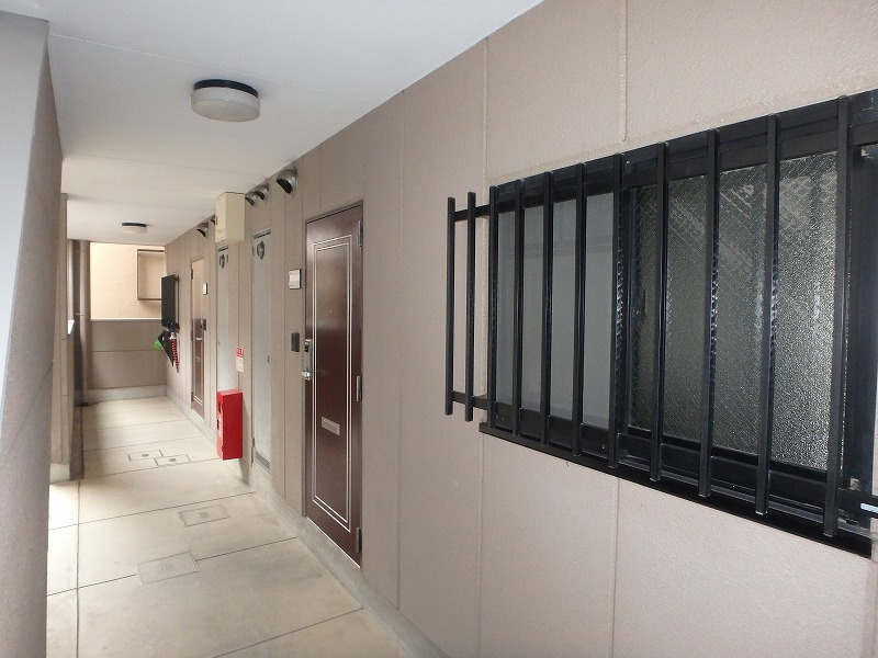 塗装前のマンション廊下