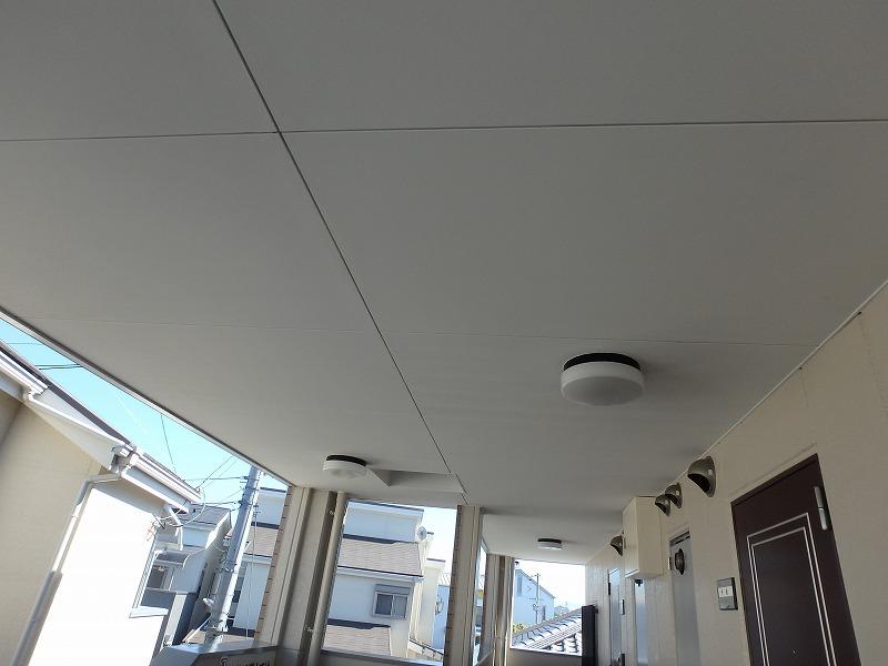 塗装後のマンション廊下天井