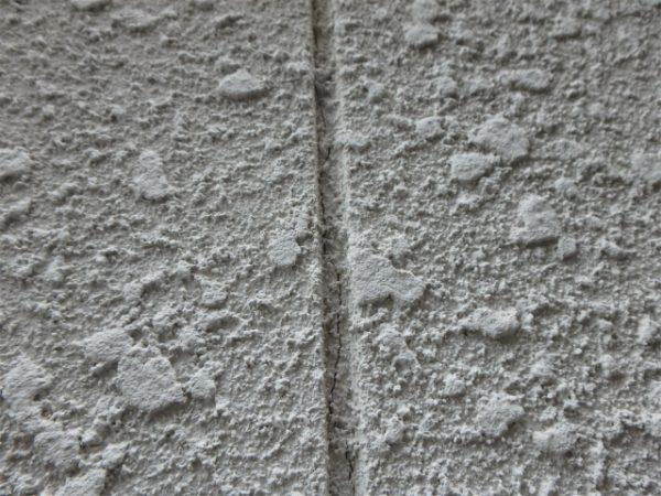 外壁の目地のひび割れ