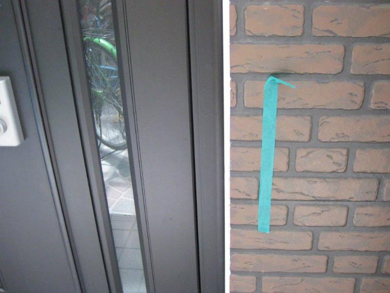 玄関扉のシーリングが完了
