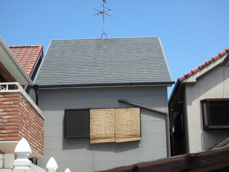 色褪せとスレート浮きの症状が出ている屋根(塗装前)