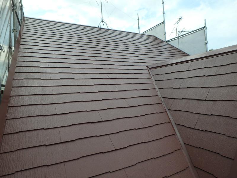 屋根は遮熱塗料を使用し完成