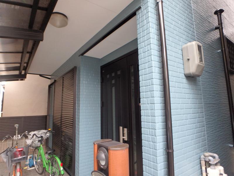 塗装工事のあとの玄関前