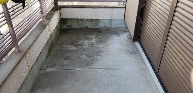 防水工事をしていないベランダ床(施工前)