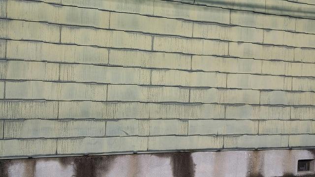 スレート瓦の壁