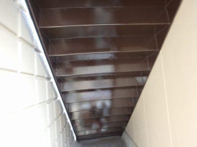 階段裏 塗装完了