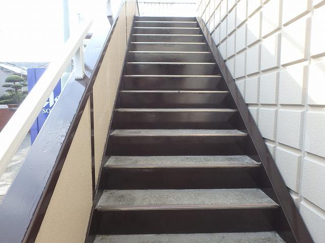 階段 塗装後