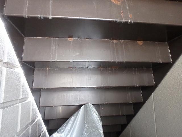 階段裏 塗装前
