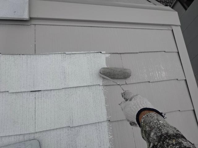 遮熱塗料の中塗り