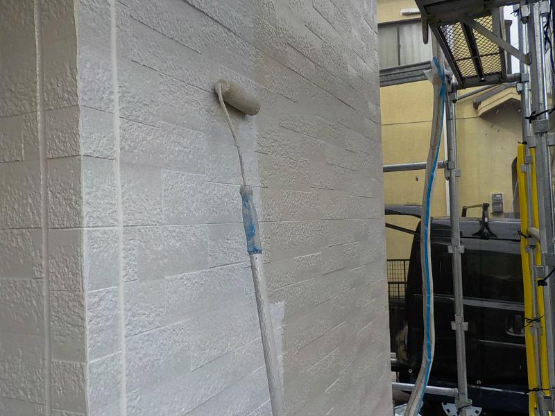 外壁塗装をローラーで施工