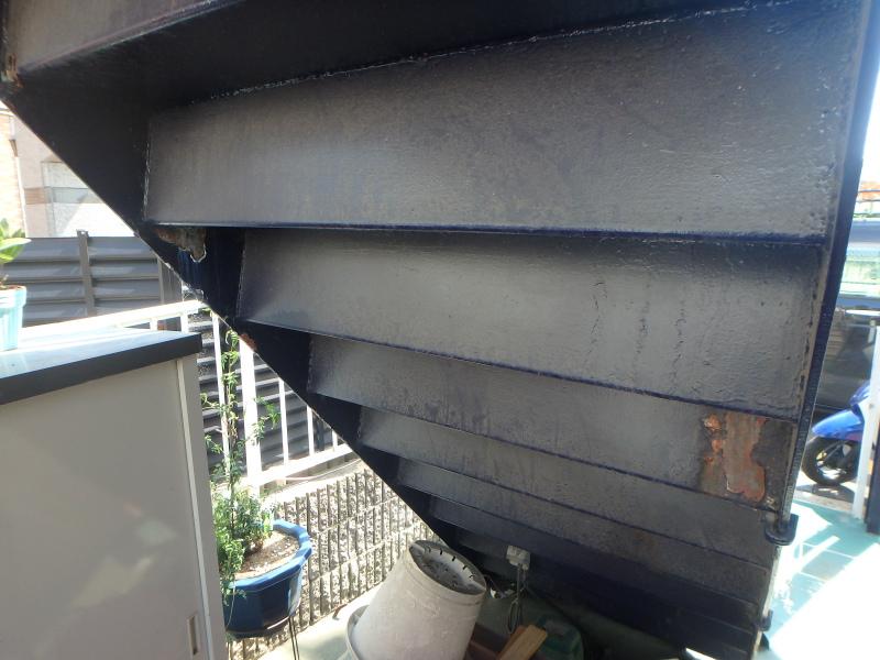 鉄骨階段の裏