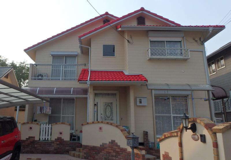 和泉市の赤い屋根の家