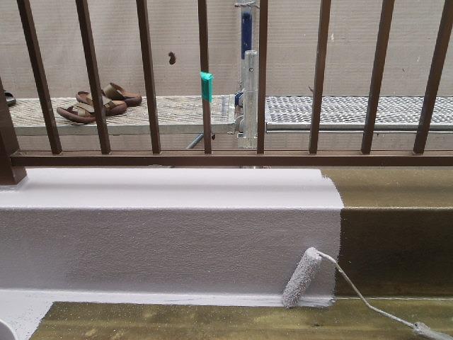 仕上げのトップコートの防水塗装