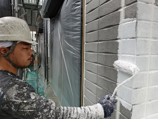 ヘーベルハウス 下塗り