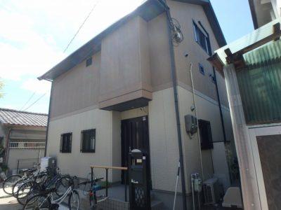屋根塗装と外壁塗装の施工前の住宅