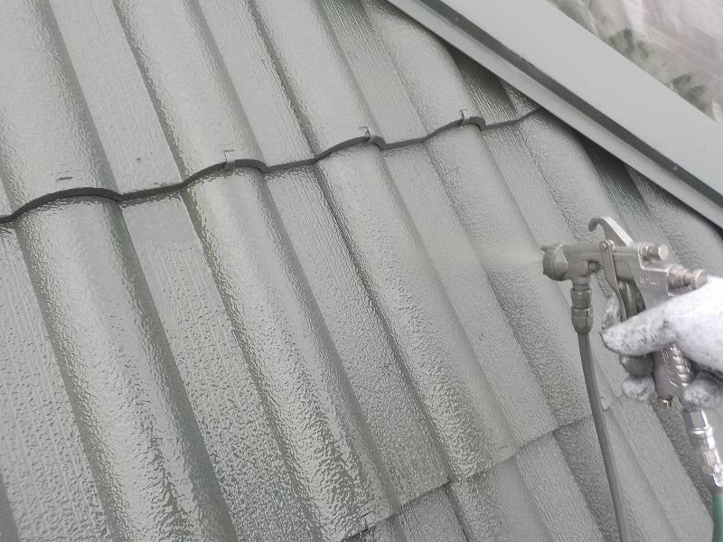 屋根上塗り吹き付け塗装