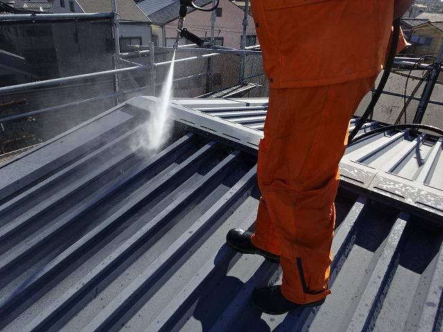 ナホームの屋根の高圧洗浄
