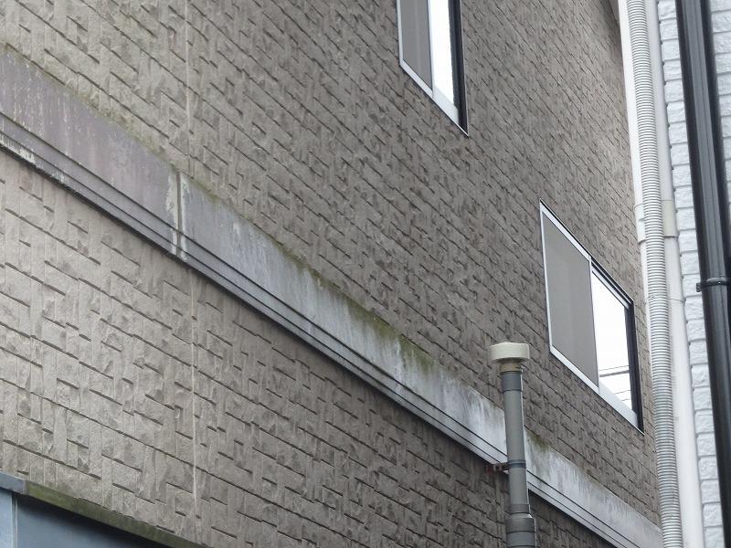 コケの発発生している外壁