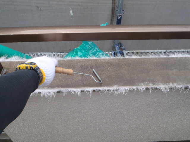 FRP防水の脱泡工程