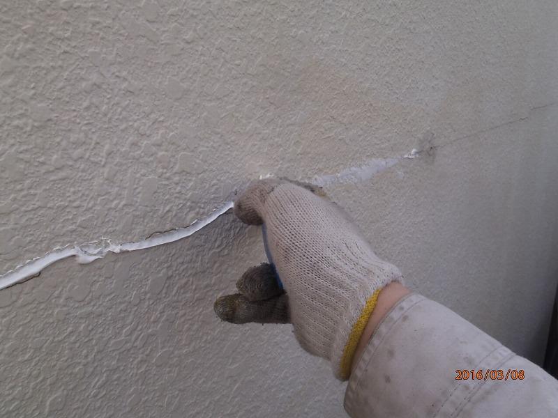 外壁ひび割れのコーキング