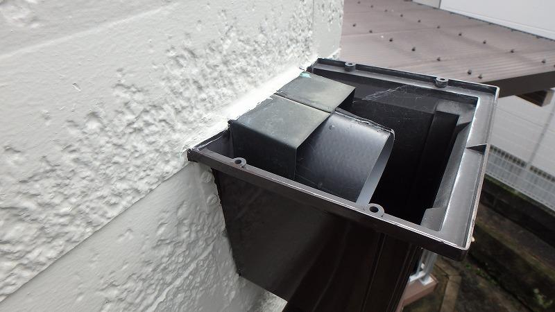 雨樋と外壁の隙間もコーキング