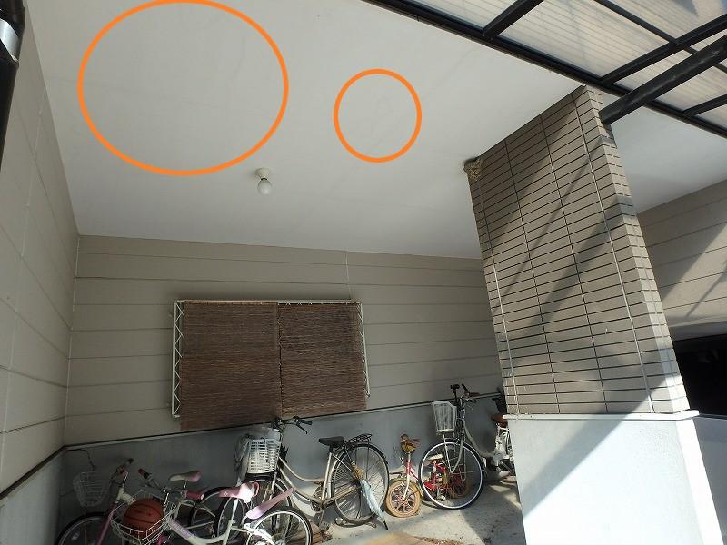 ガレージ天井の雨漏り跡