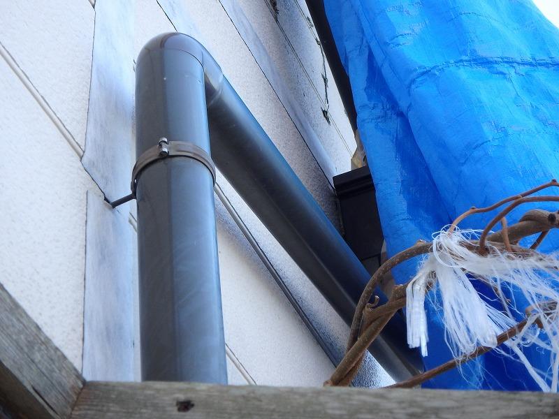 外壁の雨漏り箇所。お客様が気になるところをテープで雨漏り修理している