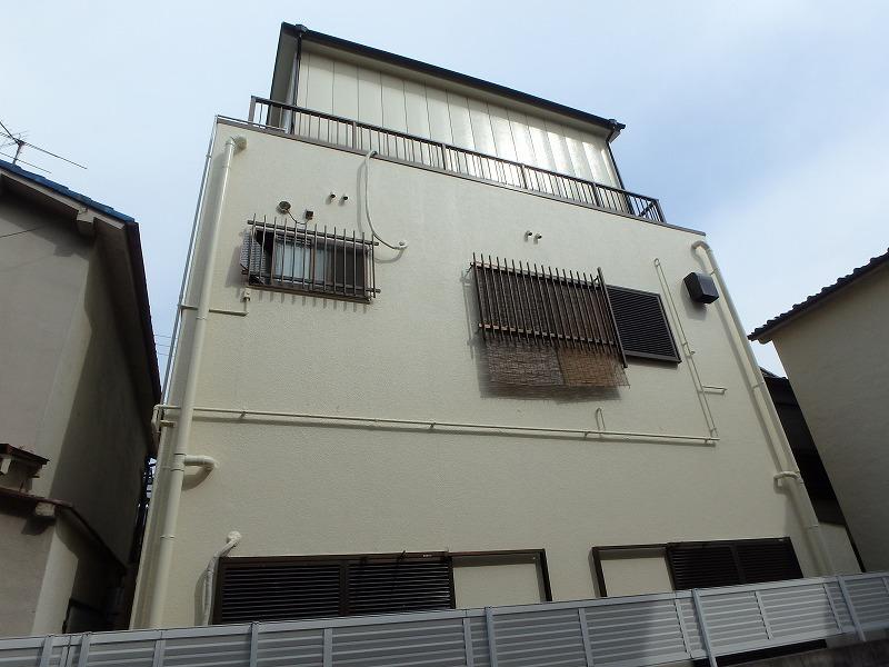 外壁塗装後の裏側から見た建物