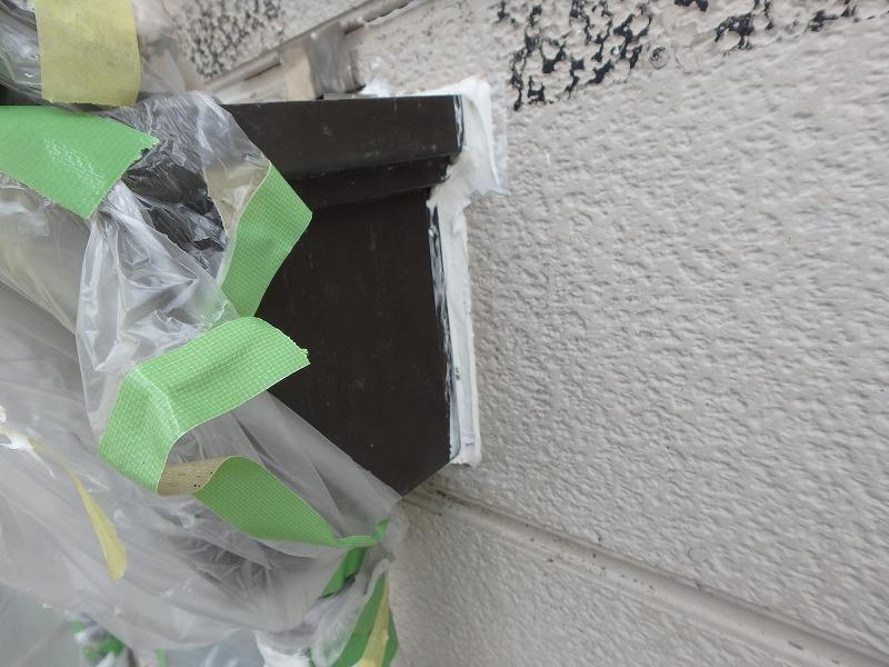 ブルーシートで応急処置後の雨漏り箇所のコーキング