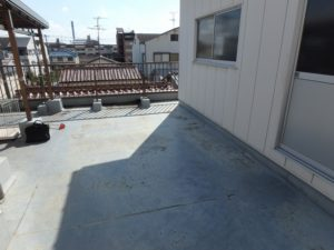 屋上の防水層の剥がれ