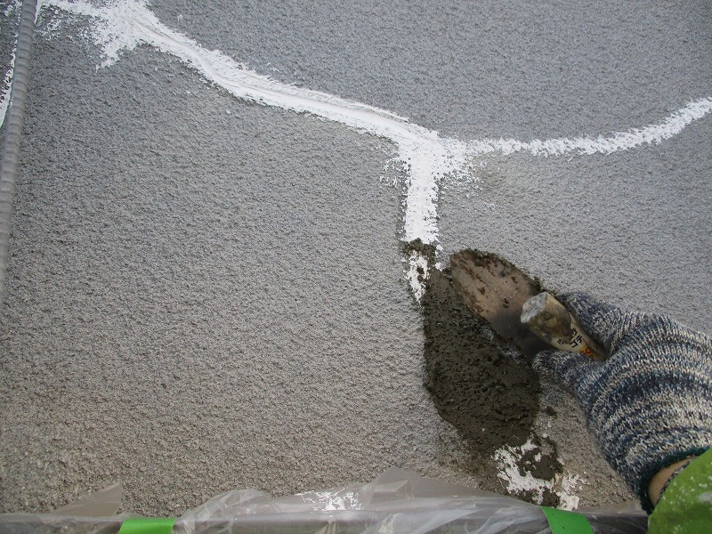 Vカット補修をモルタルで外壁補修
