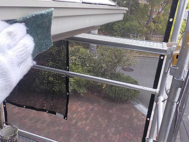 雨樋塗装前の清掃・研磨