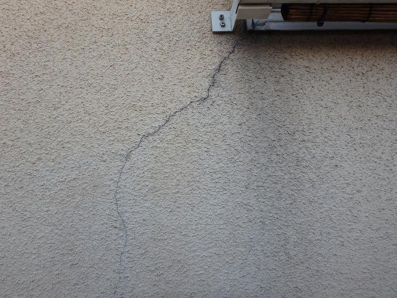 窓からのひび割れ