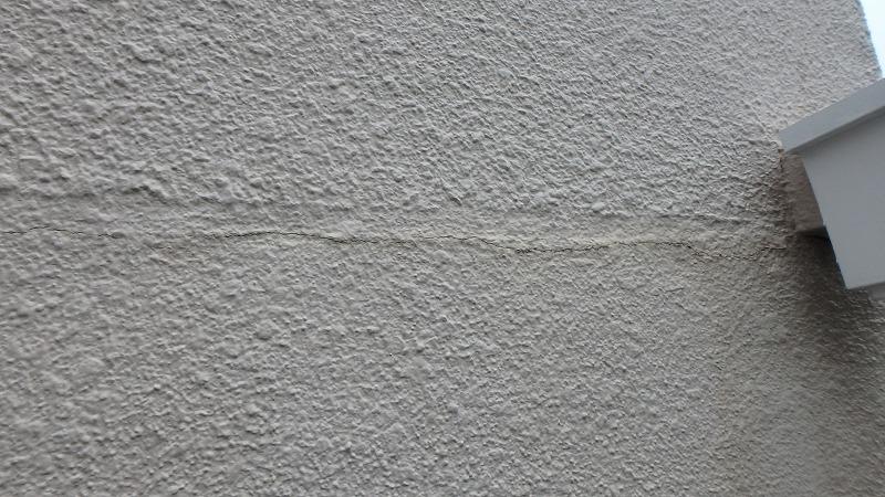 ひび割れコーキング工事後の外壁